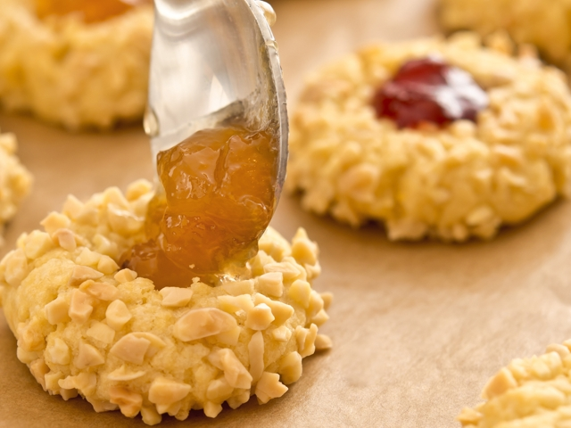 Fresh almond cookies with fruit jam